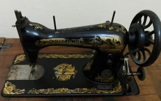 Máquina de coser antigua Singer con mueble