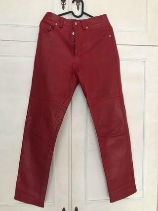 Precioso pantalon de cuero rojo