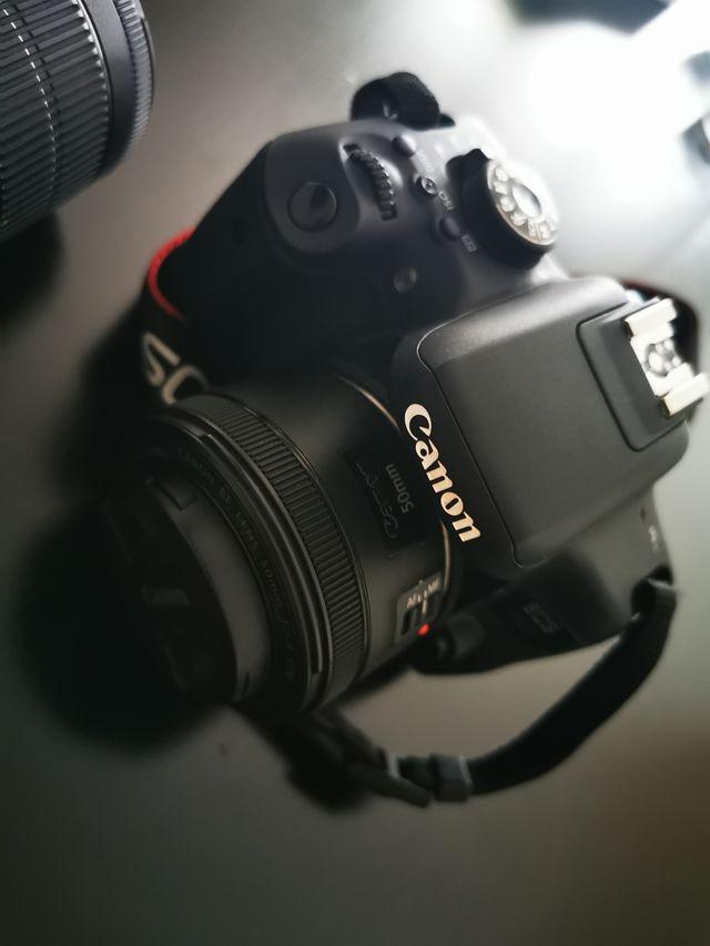 Cámara reflex Canon 750D + 2 objetivos y accesorio