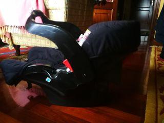 silla de bebé para coche y mecedora
