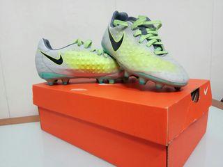 Bota fútbol Nike magista n34