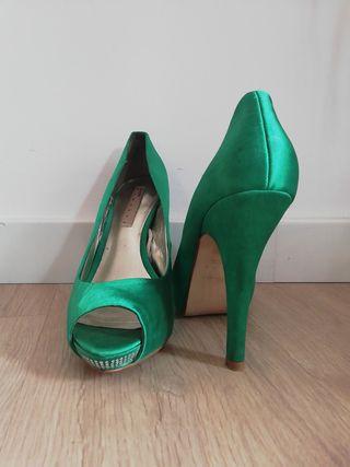 PEEP TOE VERDE. Zapato salón tacón verde.