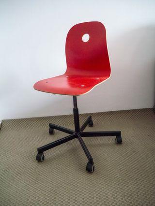 Silla escritorio roja giratoria VAGSBERG/SPORREN
