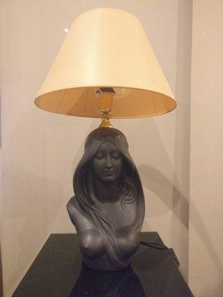 Lámpara busto modernista MUCHA
