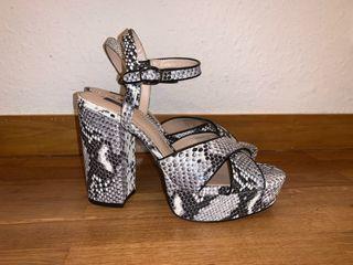 Zapatos de tacón MANGO serpiente