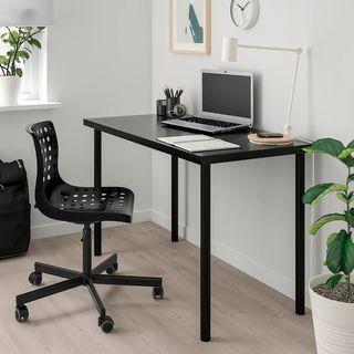 Silla de escritorio con ruedas negra