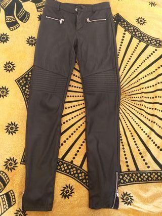 pantalones efecto cuero