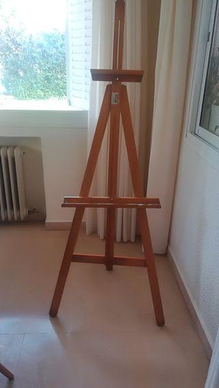 caballete de pintor . madera maciza con poco uso