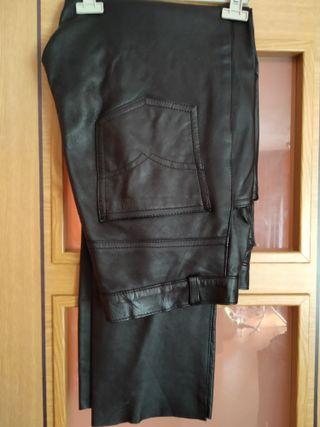 Pantalón de cuero negro bueno talla 44
