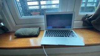 MacBook Air - Screen broken