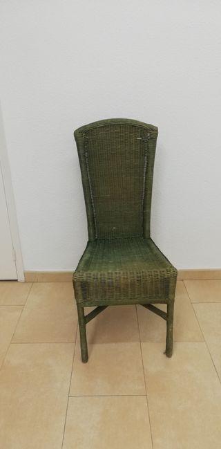 silla de mimbre verde