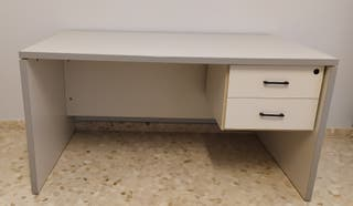 Mesa de escritorio de color gris