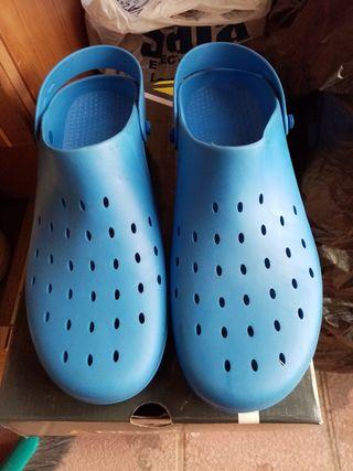 zuecos de tpu azul