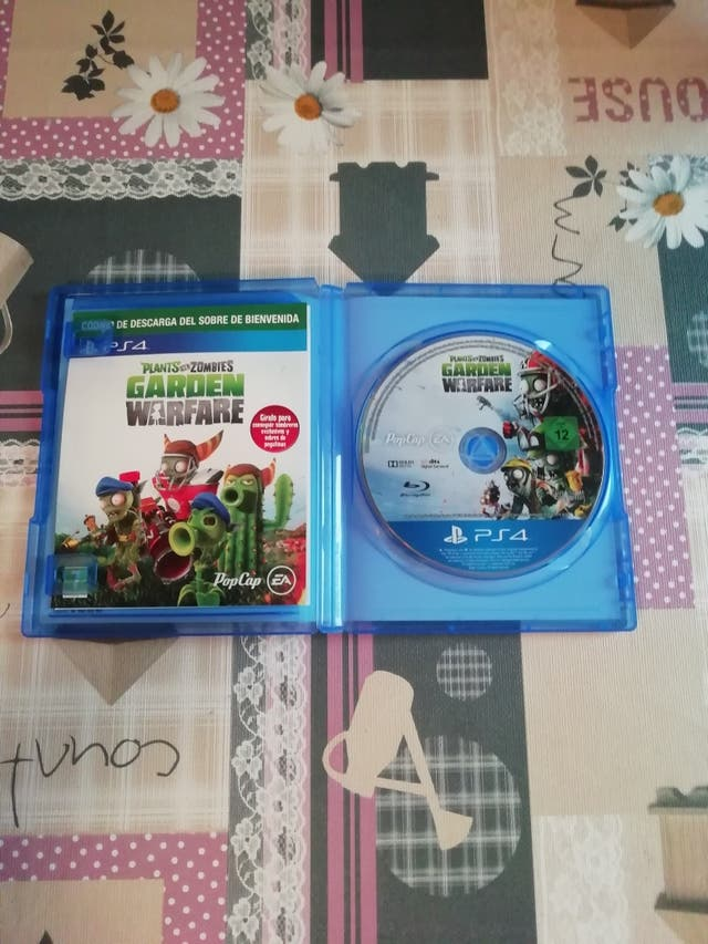 Plantas VS Zombies Garden Warfare -PS4 - Seminuevo