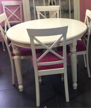 Mesa extensible y cuatro sillas COMEDOR