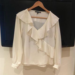Blusa blanca con volantes