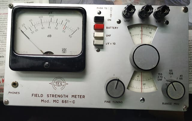 Medidor de campo analogico de TV y radio año 1960