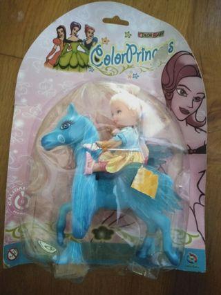 juguete muñeca con caballo alado