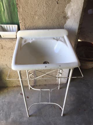 Lavabo de cerámica antigua