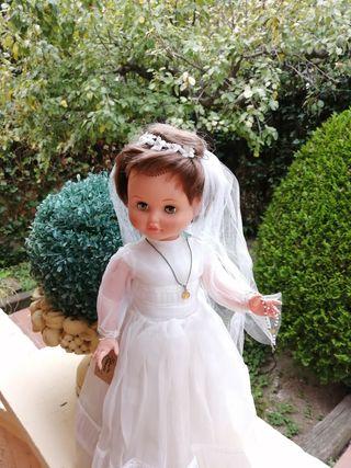 muñeca Marina de Famosa de comunion 45 cm
