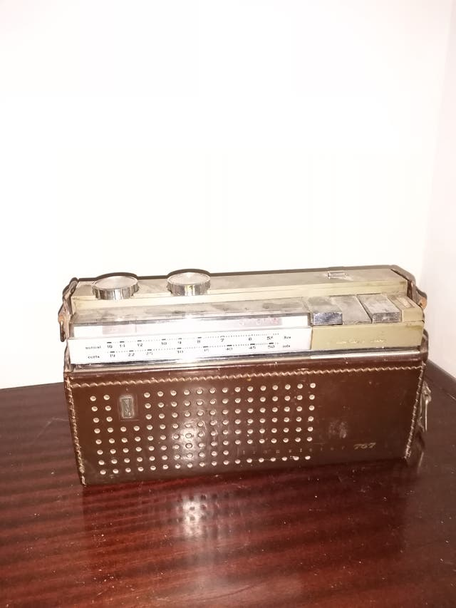 Radio antigua con funda