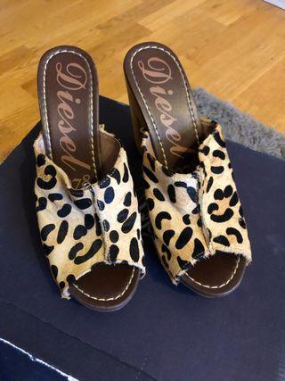 Zuecos de tacón leopardo