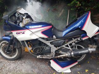 Moto Kawasaki GPZ 500 para despiece