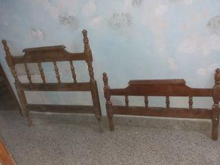 camas gemelas de madera castsño