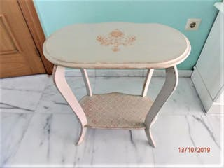 Bonita mesa decorada y restaurada