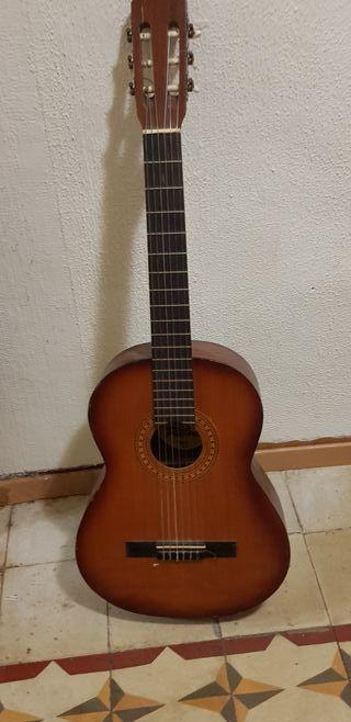 Guitarra española marca Ritmo
