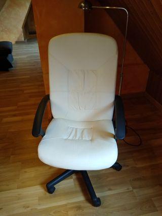 silla de oficina de piel beige