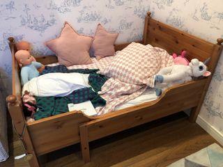 2 camas de niños madera con colchones