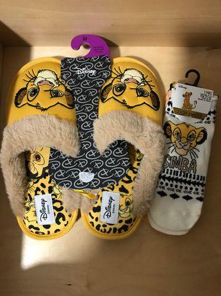Zapatillas y calcetines rey leon