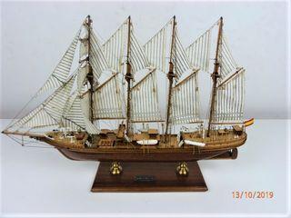 Bonito barco en madera Juan Sebastian Elcano