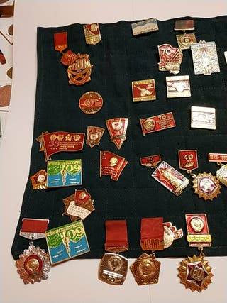 Pins Rusos varios modelos.