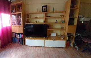 mueble de salón y mesa de centro.