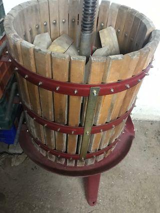Prensa y Cuba 500 litros.