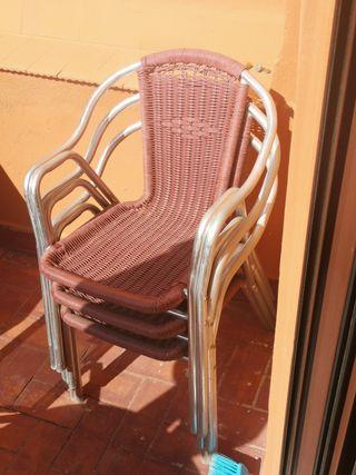 3 sillas de mimbre con aluminio