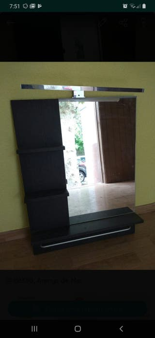 Espejo con estantería