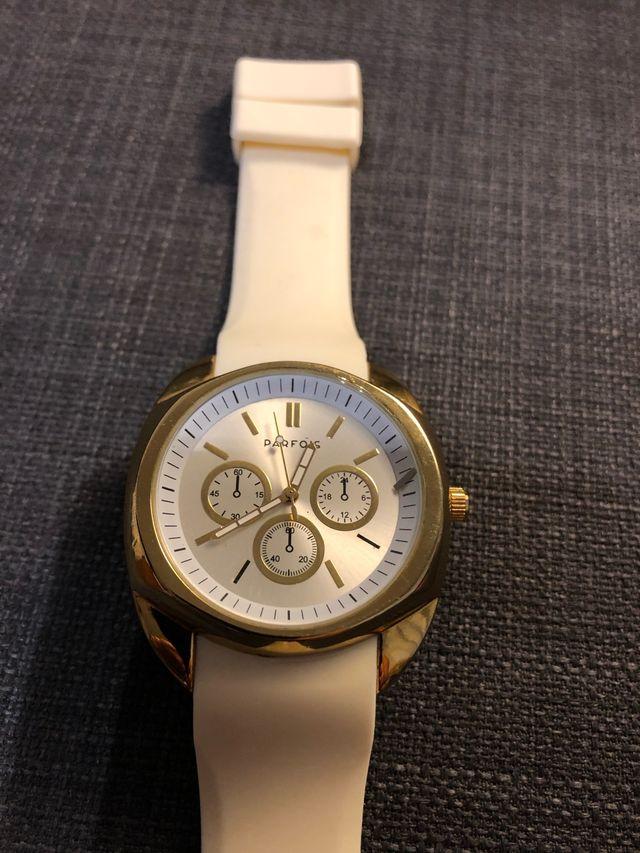 Reloj marca Parfois