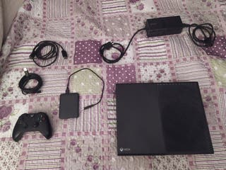 Lote consola Xbox One 1,5terabyte +25 juegos