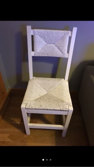 2 sillas de mimbre lavadas en blanco