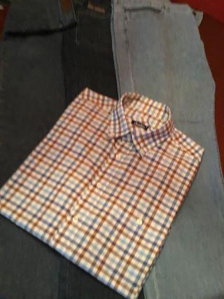 3 pantalones tejano,talla 52,camisa XL,muy buen es