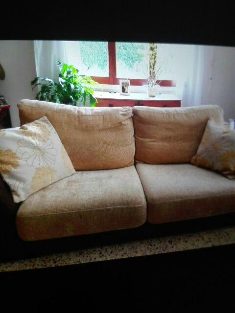 2 sofas 1de 3plazas y 1 de 2 plazas