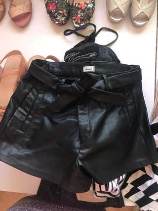 Pantalon corto cuero negro