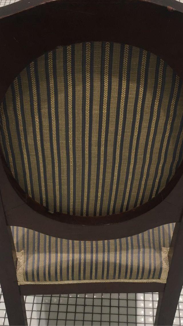 Silla antigua tapizada