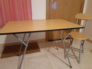 Mesa y silla plegable