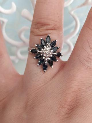anillo con zafiros