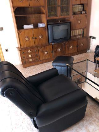 Dos sillones reclinables , uno puf , mesa cristal
