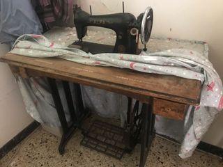 Màquina de coser ALFA (antigua)